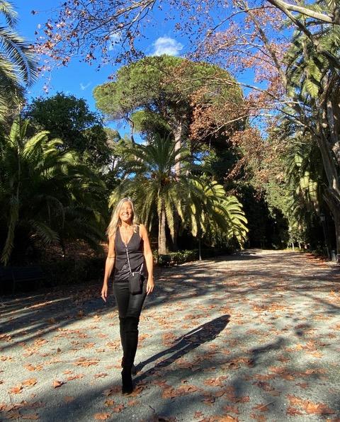 Passeggiata nel viale botanico